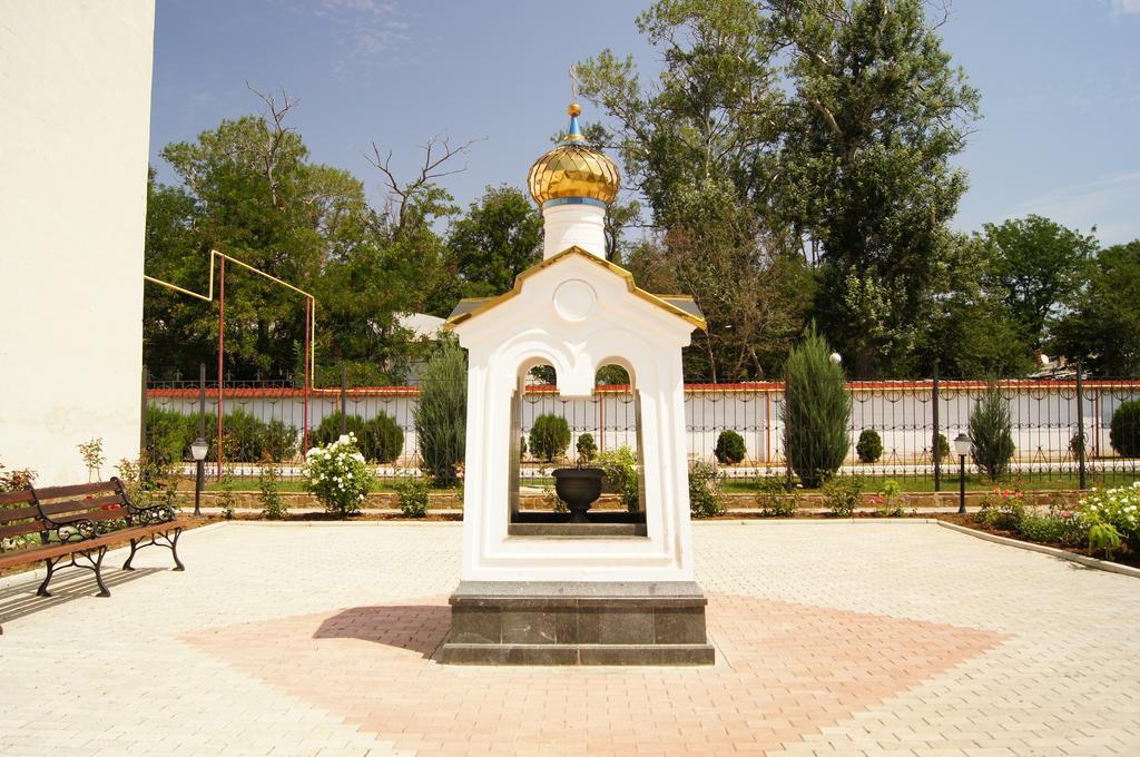 Санаторий им. Пирогова, Саки. Храм Св. Луки