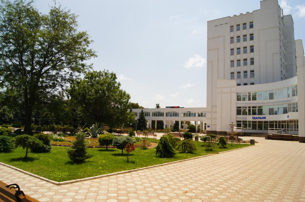 Санаторий им. Пирогова, Саки. Центральный 9-этажный корпус, столовая