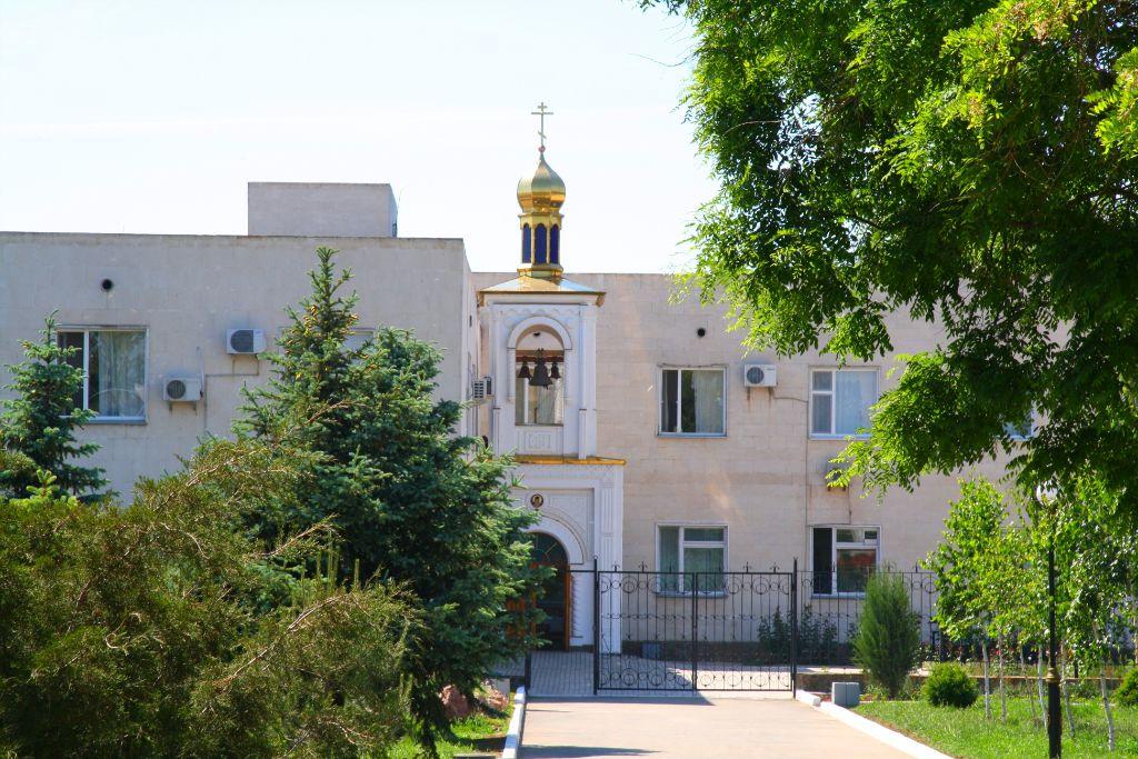 Санаторий им. Пирогова, Саки. Корпус ЦВЛ, Храм Св. Луки