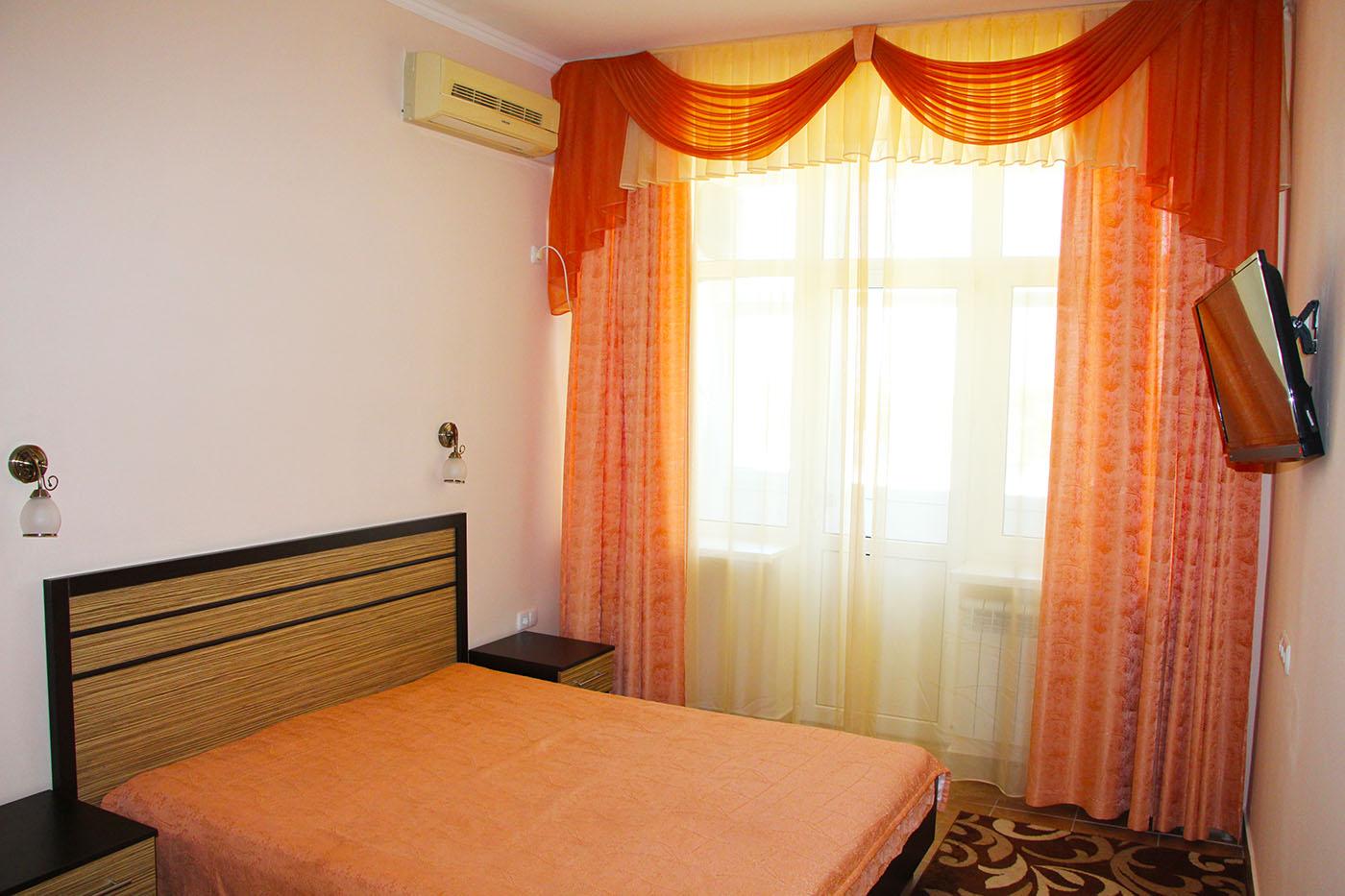 2-комнатный 2-местный номер ЛЮКС малый (3 звезды), корпус № 1 (Центральный 9-этажный)